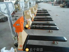2吨手动叉车秤生产厂家